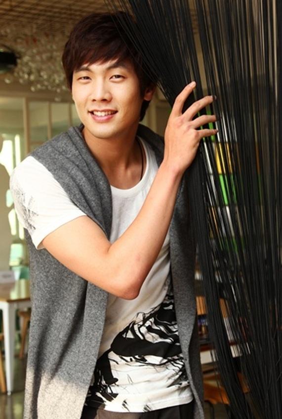 Choi Daniel Went through a Hard Time Because of Hwang Jung Eum