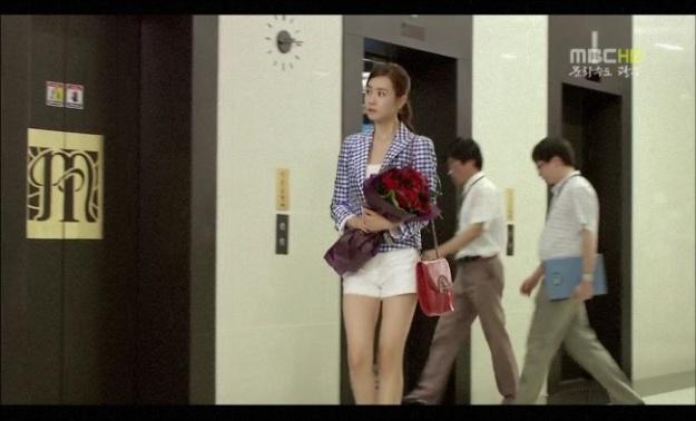 "Fashion Closet: Lee Da Hae's Chic Handbags from ""Miss Ripley"""