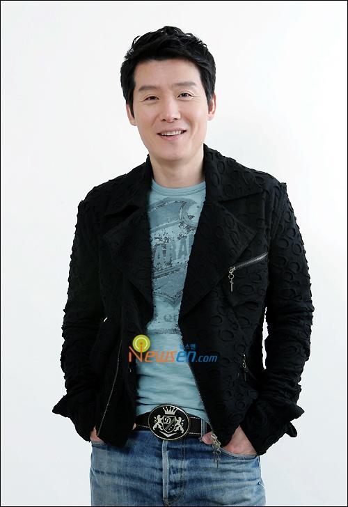 "Lee Hyun Woo Comeback with ""Holic"""