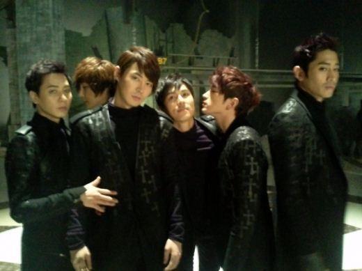Shinhwa to Come Back with a Vampire Concept