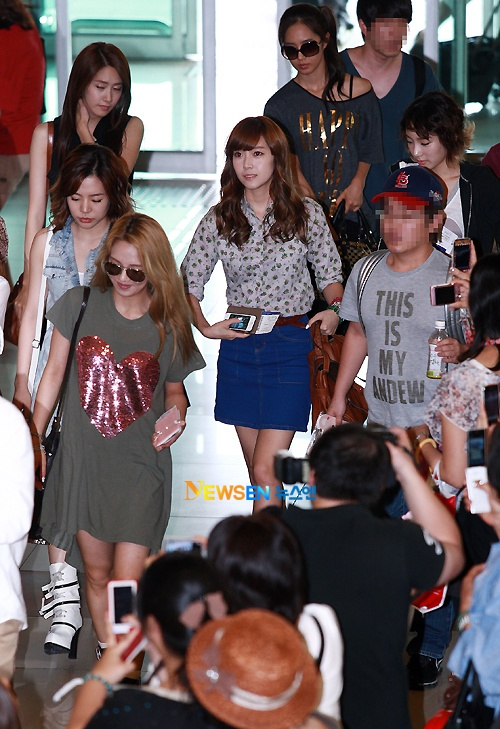 SNSD, DBSK, Yoon Eun Hye, and More Dazzle Fans in Recent Airport Fashion
