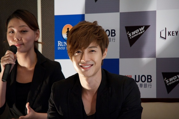 Kim Hyun Joong Successfully Completes Fan Meeting in Singapore