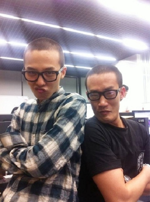 G-Dragon Poses With Doppelganger Manager