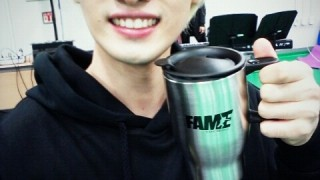 super-juniors-eunhyuk-shows-off-gifts-sent-by-fans-for-his-musical-fame_image