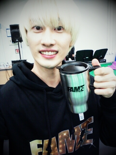 "Super Junior's Eunhyuk Shows Off Gifts Sent by Fans for His Musical ""Fame"""