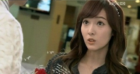SNSD Jessica's Only Confident with Her Left Face?