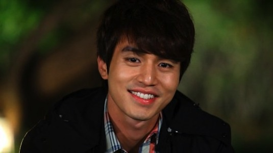 Lee Dong Wook Confesses That He Once Dated an On-Screen Girlfriend