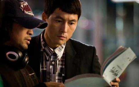"""Padam Padam"" Stars Jung Woo Sung, Han Ji Min and Kim Bum Diligently Study Their Scripts"