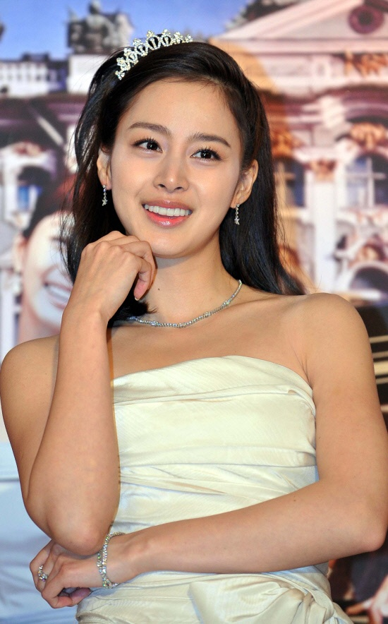 Kim Tae Hee's Japanese CF Event Cancelled Due to Anti-Korean Sentiment?