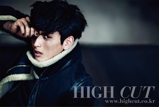 """Jinwoon Is an Emotional Rocker in """"High Cut"""""""