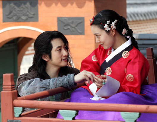 """Hand Contact on """"The Princess' Man"""" Receives Attention"""