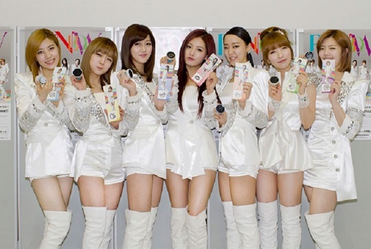 """3,400 Fans Attend Rainbow's """"Stamp and Handshake Event"""" in Japan"""