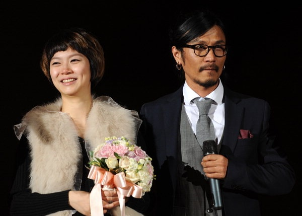 Seo Taiji & Boys' Lee Juno Proposes to Fiancé 23 Years Younger