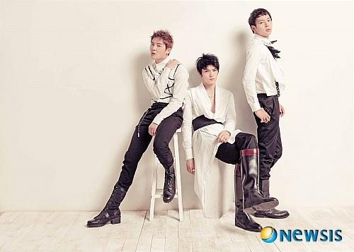 "KBS Censors JYJ's ""Pierrot"" for Supposed Slur Against Lee Soo Man"
