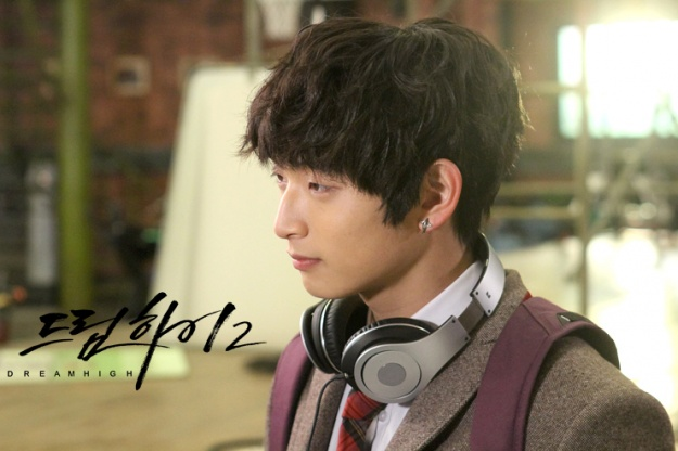 """Jinwoon's Fans Send Food Carts to """"Dream High 2"""" Cast As Gift"""
