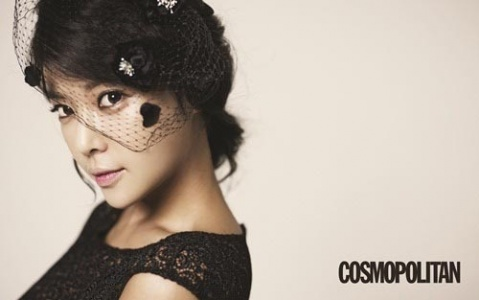 Is Hwang Jung Eum Picking Her Nose?!