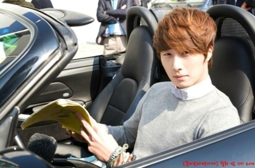 "Jung Il Woo Receives ""Fashionista Award"" at the 2012 Asia Model Awards"