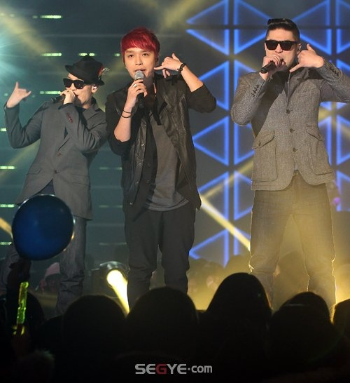 Dynamic Duo and Simon D Wrap Up Successful AMOEBA CULTURE by M-Live Concert