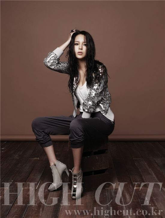 Park Si Yeon Lights Up High Cut