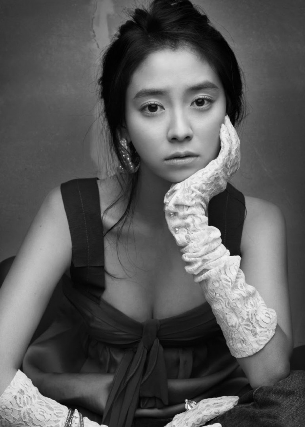 Past Photos of Song Ji Hyo Revealed