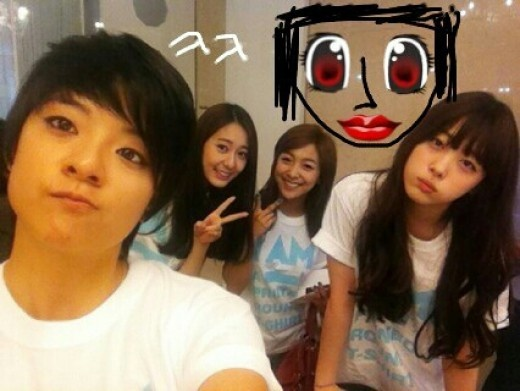 f(x) Sulli Shows Off Expert (?) Drawing Skills