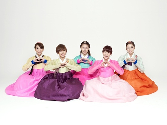 Kara and Rainbow Dress up in Hanbok for Chuseok