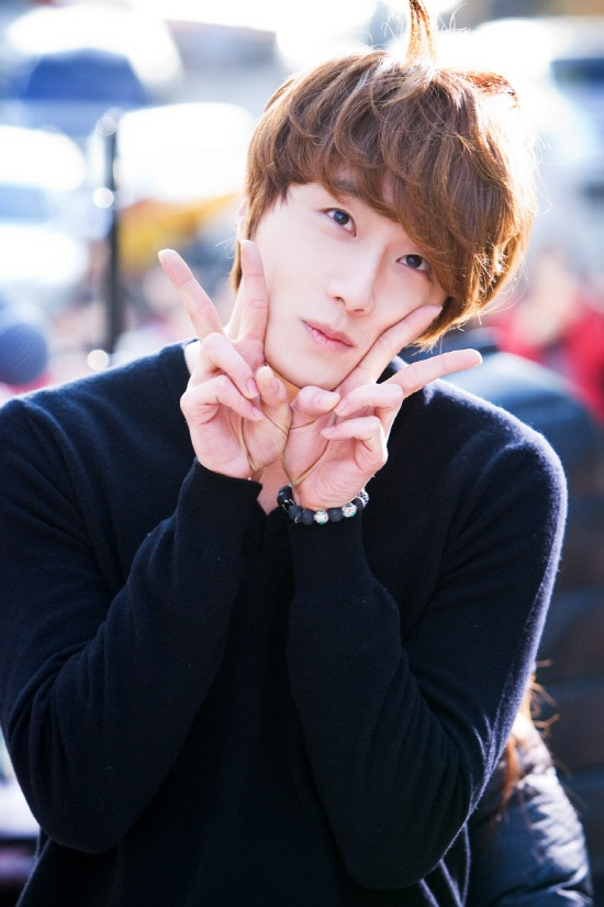 """Jung Il Woo's """"Flower Boy Ramyun Shop"""" Event Sells Out"""
