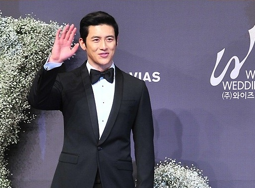 Go soo s star packed wedding takes place in seoul soompi for Places to run off and get married