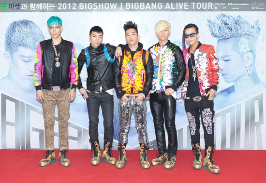 """BIGBANG Topples on Top of One Another for a Game of """"Sandwich"""""""